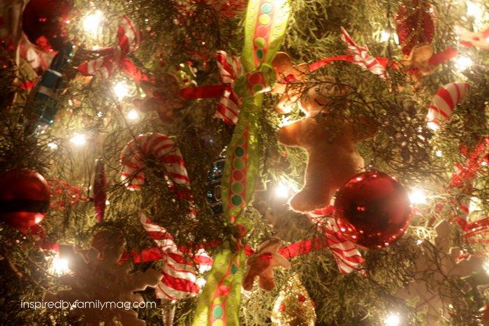 How To Make Sour Dough Christmas Decorations : Gingerbread man theme christmas tree